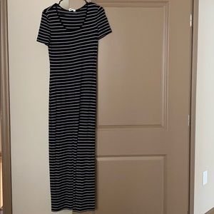 Maxi dress (fitted)